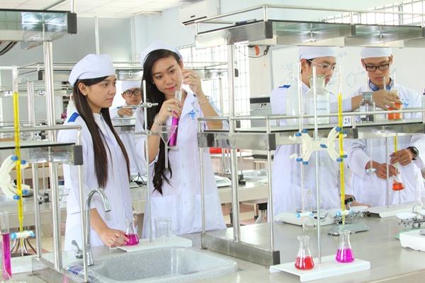 Định hướng lựa chọn chuyên ngành trong đào tạo Dược sĩ