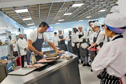 Lựa chọn học trung cấp nấu ăn để nhanh chóng ra làm nghề