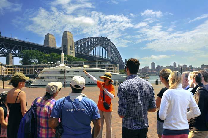 Hướng dẫn viên du lịch – một nghề vất vả, thú vị đầy triển vọng