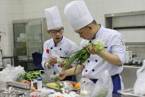 Vì sao bạn yêu thích nghề làm bếp và muốn theo học trung cấp nấu ăn?